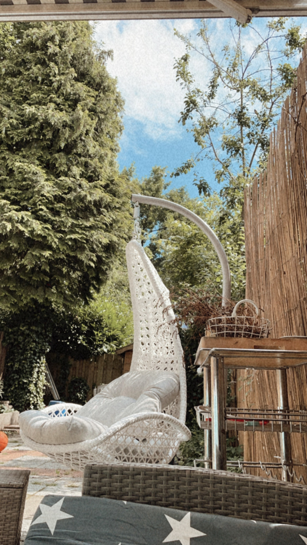 hangstoel in de tuin